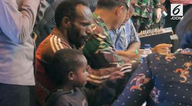 Sembilan warga Papua berhasil dievakauasi dari distrik Yigi menuju Timika. Mereka berhasil melarikan diri dari kelompok kriminal bersenjata Papua.