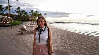 6 Gaya Maia Estianty saat Liburan di Pantai, Tetap Stylish