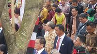 Ini sosok di balik selendang ulos yang mempercantik menantu Jokowi, Selvi Ananda, di resepsi Kahiyang-Bobby. (Liputan6.com/Aditya Eka Prawira)