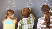 Studi satu tahun terakhir menunjukkan meditasi juga bisa meningkatkan kemampuan anak tingkat sekolah dasar memahami pelajaran matematika. (Foto: taztic.com)