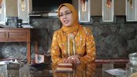 Anne Ratna Mustika menjadi Bupati Purwakarta perempuan pertama yang juga merupakan istri Bupati Purwakarta sebelumnya, Dedi Mulyadi. (Liputan6.com/Abramena)