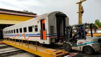 PT KAI modifikasi 12 gerbong kereta dari KA Gaya Baru Malam Selatan (GBMS) relasi Surabaya Pasar Turi-Pasar Senen/Jakarta secara bertahap. (Foto: Liputan6.com/Dian Kurniawan)