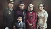 Tukul Arwana bersama istri, Susi dan anak-anaknya. (Istimewa)