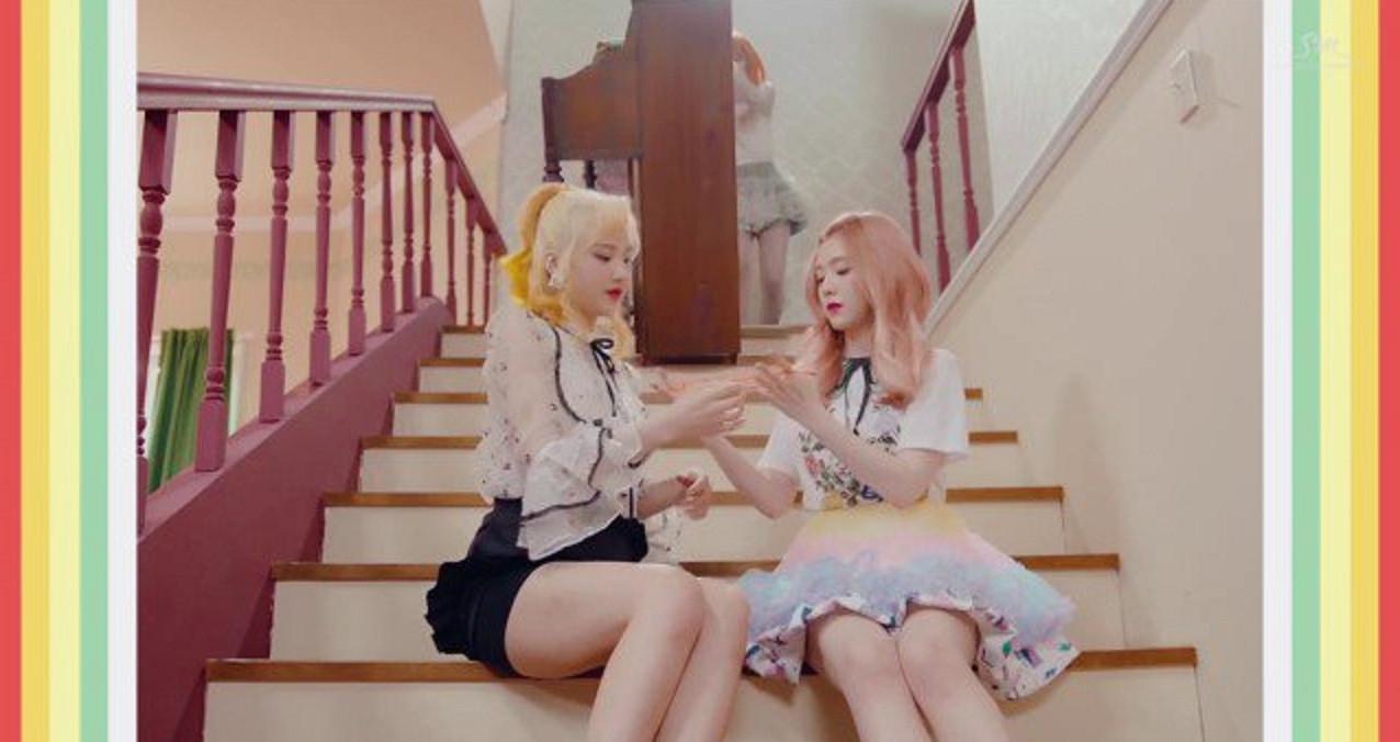 Kekerasan yang terlihat di videoklip Russian Roulette yang menggunakan konsep lolita (Naver)