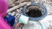 Ilustrasi - Sumur di pinggir sungai dengan tempat BAB berada di sekitarnya meningkatkan risiko penyakit diare. (Foto: Liputan6.com/Muhamad Ridlo)