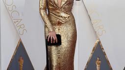 Margot Robbie berpose pada red carpet Oscar 2016 di Hollywood & Highland Center, Hollywood, California, Minggu (28/2). Aktris asal Australia itu terlihat bersinar dalam balutan gaun bergaya klasik dari Tom Ford. (REUTERS/Lucy Nicholson)