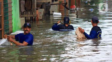 Sudin SDA Kewalahan Bersihkan Sampah Bukit Duri