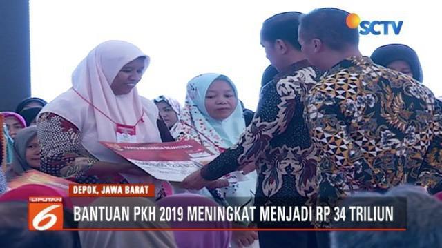 Presiden Jokowi berikan bantuan sosial kepada penerima Program Keluarga Harapan (PKH) di Depok, Jawa Barat.