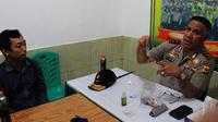 DN, terduga suntik lari yang menghebohkan warga Kota Jayapura, saat bertemu Kapolda Papua. (Liputan6.com/Katharina Janur)