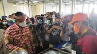 Mentri Kelautan dan Perikanan Edhy Prabowo saat meninjau salah satu lapak ikan di Pasar Ikan Modern (PIM) Palembang (Liputan6.com / Nefri Inge)