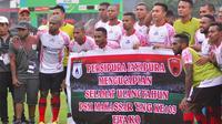 Ucapan selamat HUT ke-103 PSM dari tim Persipura. (Bola.com/Abdi Satria)