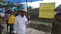 Presiden Jokowi meninjau pembangunan normalisasi Kali Bogel di Kecamatan Sutojayan, Kabupaten Blitar, Jawa Timur. (Liputan6.com/ Dian Kurniawan).