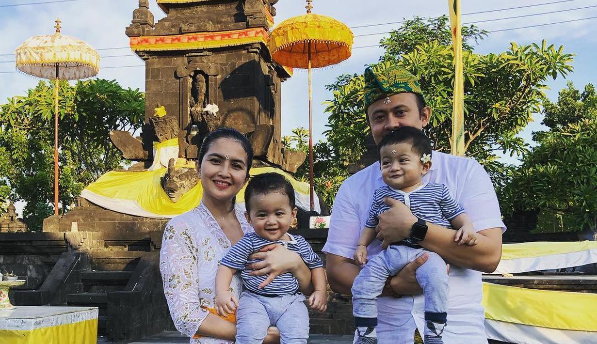 Kadek Devi dan Suami (Instagram/dewayoga_07)