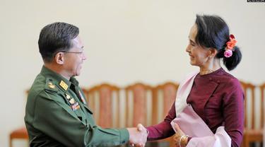 Panglima militer Myanmar Jenderal Min Aung dan pemimpin partai Liga Nasional untuk Demokrasi (NLD) Aung San Suu Kyi