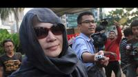 Penyidik KPK kembali melakukan pemeriksaan terhadap istri Akil Mochtar, Ratu Rita (Liputan6.com/Herman Zakharia)