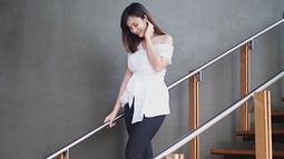 Tak sedikit pula netizen yang memuji gaya Pamela Bowie saat menggunakan busana putih ini. Pasalnya, wanita kelahiran 18 Oktober 1993 tersebut terlihat anggun. (Liputan6.com/IG/@pammybowie)