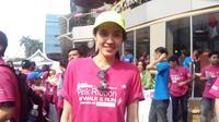 Dhini Aminarti semangat sosialisasikan deteksi dini kanker payudara. Salah satunya dalam acara Pink Ribbon Run and Walk pada Minggu (1/11/2015).