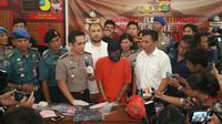 Polisi tangkap pembunuh pensiunan TNI AL. (Liputan6.com/Nanda Perdana Putra)