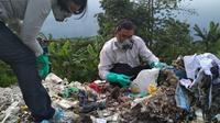 Kepala Desa tempat TPS yang menampung limbah medis berbahaya mengklaim limbah tersebut tak mengganggu kesehatan masyarakat sekitarnya. (Liputan6.com/Panji Prayitno)