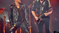 Adam Lambert dan Brian May, Queen (foto. NY Daily News)