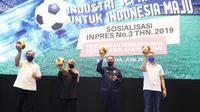 Menpora Zainudin Amali (kedua dari kanan) dalam kegiatan sosialisasi Instruksi Presiden (Inpres) No. 3 Tahun 2019 Tentang Percepatan Pembangunan Persepakbolaan Nasional di Surabaya, Jawa Timur, Jumat (4/6/2021). (Dok. Kemenpora)