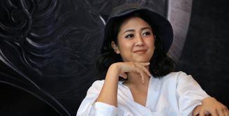 Lama tak terlihat di dunia Entertainment, Sherina Munaf kini kembali hadir dengan projek terbarunya. Bukan di bidang musik, Sherina yang baru kembali ke Indonesia ini turut berperan di fim terbarunya berjudul Wiro Sableng 212. (Adrian Putra/Bintang.com)