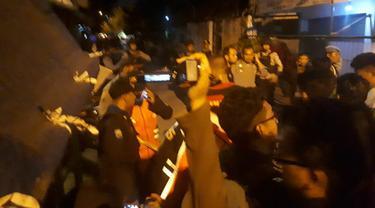 Terduga Teroris Surabaya baku tembak dengan Densus 88 Antiteror. (Liputan6.com/Dhimas Prasaja)