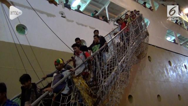 Sebanyak  231 pengunsi  Gempa dan Tsunami Palu, sulawesi tenga,  asal Jawa Timur, tiba di Pelabuhan Tanjung Perak Surabaya dengan menggunakan kapal motor Nggapulu milik PT. Pelni.