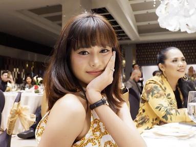 Jarang terekspos oleh media anak pertama Elly Sugigi mencuri perhatian publik akan kecantikannya. (Liputan6.com/ulfidmy)