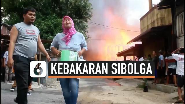 Kebakaran melanda belasan rumah di Kabupaten Sibolga Sumatera Utara. Diduga kebakaran akibat ledakan kompor di salah satu rumah yang terbakar. Kebakaran juga membuat warga histeris.