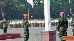 Citizen6, Cilangkap:  Kababinkum TNI Mayor Jenderal TNI S. Supriyatna, menjadi Irup pada upacara bendera tujuh belasan yang diikuti oleh segenap personel TNI baik militer maupun PNS di Lapangan Upacara Mabes TNI Cilangkap, Jakarta, Senin (17/9). (Pengirim