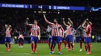 Para pemain Atletico Madrid merayakan kemenangan setelah bertanding melawan Liverpool pada leg pertama babak 16 Liga Champions di stadion Wanda Metropolitano di Madrid, Spanyol, Selasa (18/2/2020). Atletico Madrid menang tipis atas Liverpool 1-0. (AP Photo/Manu Fernandez)