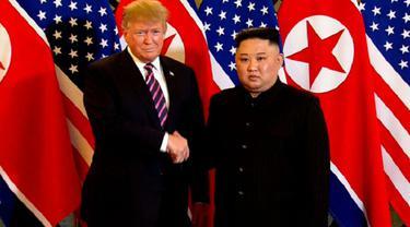 Jabatan tangan Presiden Amerika Serikat Donald Trump dan Pemimpin Korea Utara Kim Jong-un di Metropole Hotel, Hanoi, Vietnam (AP)