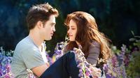 Film Twillight yang mengisahkan vampir atau drakula ''vegetarian'' (Edward Cullen) jatuh cinta dengan manusia biasa (Bella Swan) berhasil menyedot jutaan penonton seluruh dunia karena kesuksesannya. (breakingdownmovie.com/wwn)