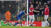 Bek Leicester City Harry Maguire (dua dari kiri) merayakan gol ke gawang Manchester United (MU) di King Power Stadium, Sabtu (23/12/2017) atau Minggu (24/12/2017) WIB. (AFP/Roland Harrison)
