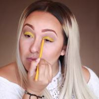 Ilustrasi tutorial makeup yang aneh. (via: istimewa)