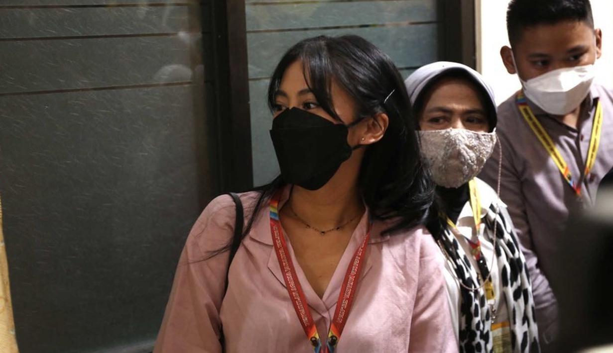 Tyna Kanna Hadiri Sidang Cerai Perdana (Bayu Herdianto/© KapanLagi.com)