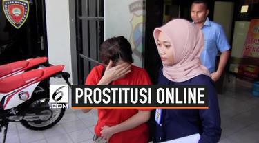 Satreskrim Polrestabes Surabaya melakukan penggerebekan seorang wanita yang membuka praktik prostitusi online di sebuah hotel di Jalan Diponegoro, Surabaya, Jawa Timur.