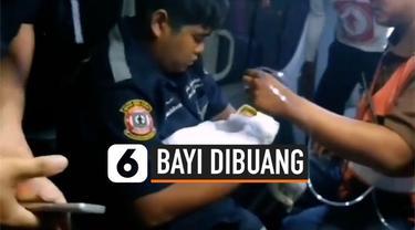 Seorang pria menemukan bayi perempuan baru lahir di dalam tempat sampah terbungkus kardus. Diduga bayi tersebut berusia satu minggu.