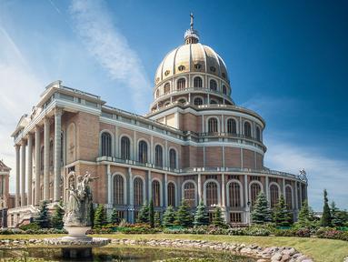 The Sanctuary of Our Lady of Lichen adalah gereja terbesar di Polandia. Gereja ini dibangun dari tahun 1994 hingga tahun 2004. Memiliki panjang 120 m (393 kaki) dan lebar 77 m (252 kaki). (m1key.me)