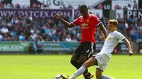 1. Eric Bailly - Pemain yang paling berpengaruh di bawah asuhan Jose Mourinho. Namun cedera membuatnya gagal tampil bersinar di Manchester United. Berpindah klub sepertinya pilihan yang bijak buat Eric Bailly. (AFP/Geoff Caddick)