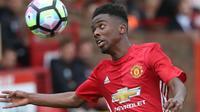 Gelandang serang Manchester United U-18, Angel Gomes, dikabarkan Daily Mail pada Senin (17/10/2016), menjadi incaran dari Barcelona. (www.redcityofficial.com)