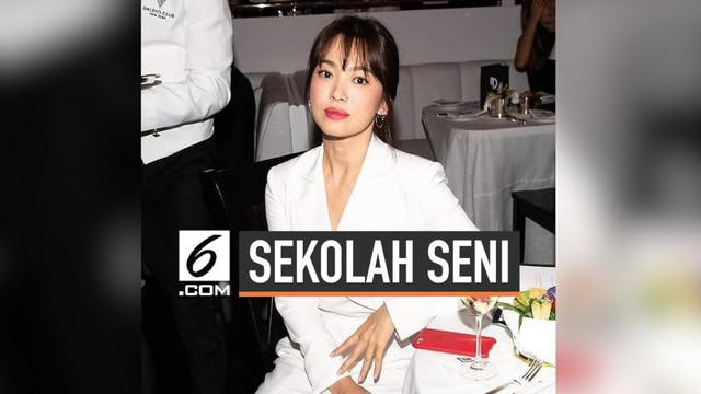 Pasca bercerai dari Song Jong Ki, kini Song Hye Kyo diketahui tengah mengambil kursus singkat di bidang seni. Ia memilih New York sebagai kota tempat ia akan menempuh pendidikan lanjutannya tersebut.