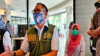 Kadis Pariwisata Jabar Deddy Taufik memberi keterangan pers usai memantau kondisi pariwisata di Cirebon. Foto (Liputan6.com / Panji Prayitno)