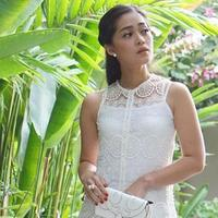 Gracia Indri dan kesukaannya berpose di lorong. (Instagram/graciaz14)