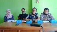 Foto : Tim kuasa hukum tersangka kasus percobaan aborsi saat memberi keterangan pers (Liputan6.com/Ola Keda)