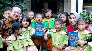 """Saat launching buku berjudul """"Sentra, Inspiring School. Dalam Series On Education"""" pada Jumat, 13 Desember 2019, Rhenald Kasali menceritakan dirinya mendirikan Yayasan Rumah Perubahan untuk anak-anak usia dini tidak mampu. (Dok Rhenald Kasali)"""