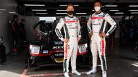 Sean Gelael (kanan) bersama Stoffel Vandoorne saat mengikuti ajang Asian Le Mans Series. (Istimewa)
