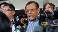 Kuasa hukum Komjen Budi Gunawan, Eggi Sudjana saat memberikan keterangan kepada wartawan di Gedung KPK, Jakarta, Senin (2/2/2015). (Liputan6.com/Faisal R Syam)
