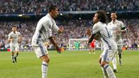 Selebrasi Cristiano Ronaldo dan Marcelo usai gawang Bayern Munchen kebobolan di  Perempat Final Liga Champions 2017 di Santiago Bernabeu, Spanyol, Rabu (19/4). Kerjasama apik CR7 dan Marcelo membuat Madrid semakin unggul. (AP Photo)